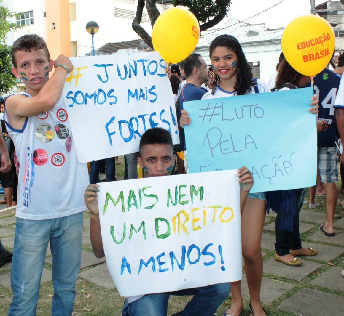 Cartazes estudantes Ifes