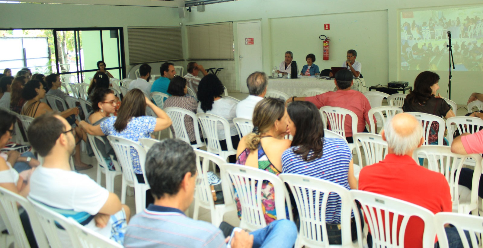 mesa assembleia greve