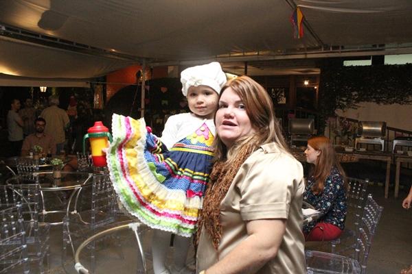 festa julina alegre fabricia e filha