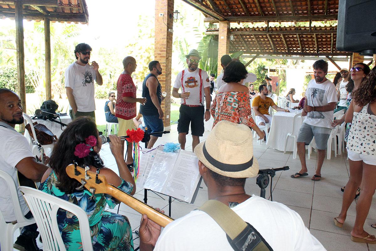festa prof ceunes churrasco banda e publico
