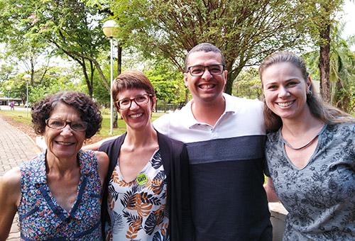 Na foto, a presidenta da Adufes  está ao lado da coordenadora do seminário (Unesp Araquara) Lígia Márcia (à esquerda), e dos docentes David Romão Teixeira - presidente da APUR (Associação dos Professores Universitários do Reconcâvo), e Giselle Modé Magalhães (UFSCar) mediadora do Seminário.